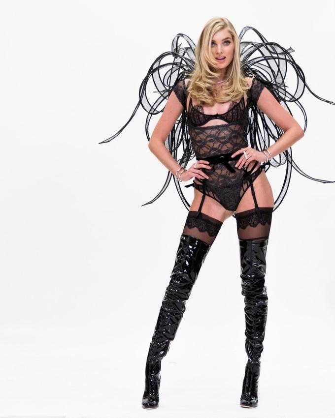 Ельза Хоск показала білизну, в якій вийде на Victoria's Secret Fashion Show
