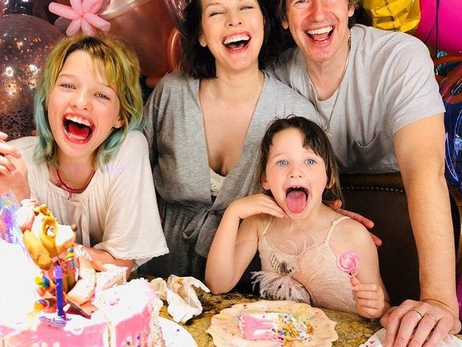 Яркое день рождения средней дочери Милы Йовович