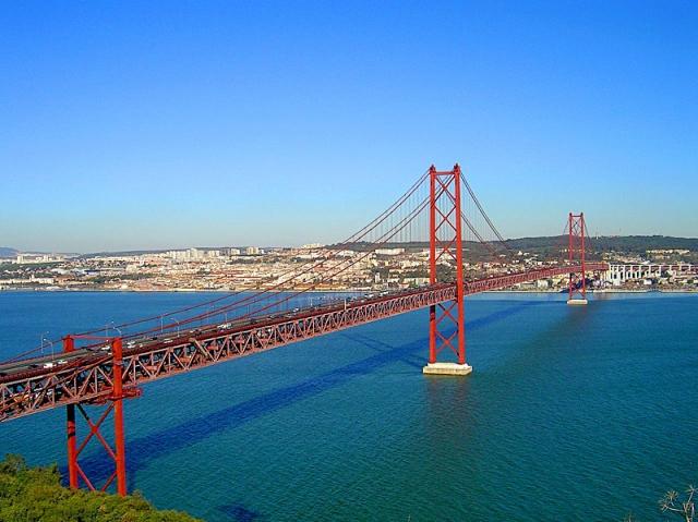 Достопримечательности Лиссабона: мост 25-го апреля