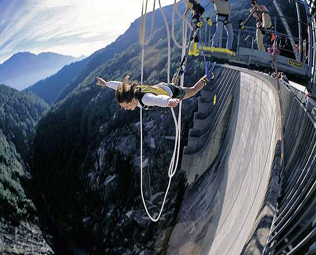 7 найбільш високих банджі-стрибків: Гребля Верцаска (Швейцарія)
