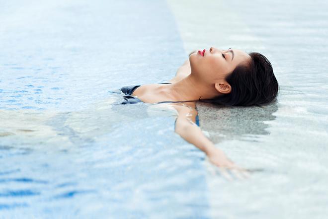 Макіяж обличчя в басейні