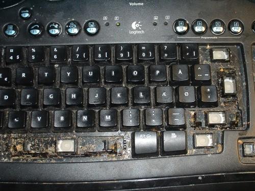 Почистить клавиатуру или проще новую купить?