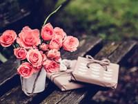 Розы и подарки