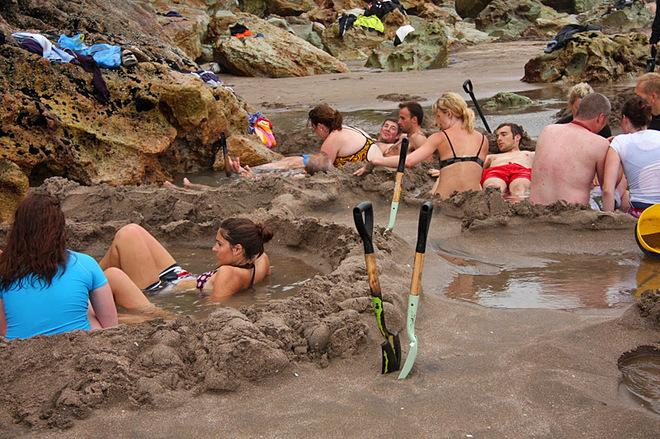 Пляж с горячей водой