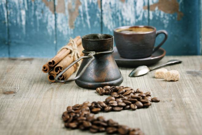 кава з корицею