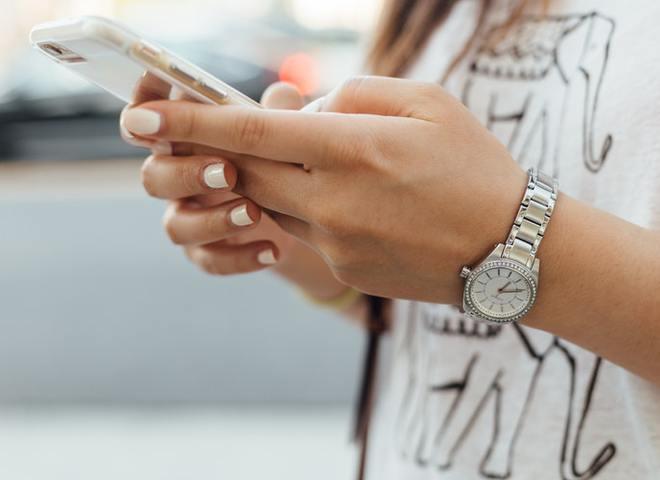 6 признаков того, что ты зависима от смартфона