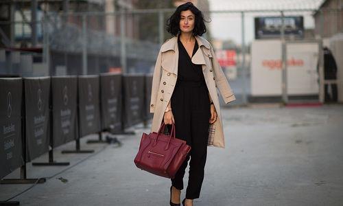С чем носить черные брюки осенью