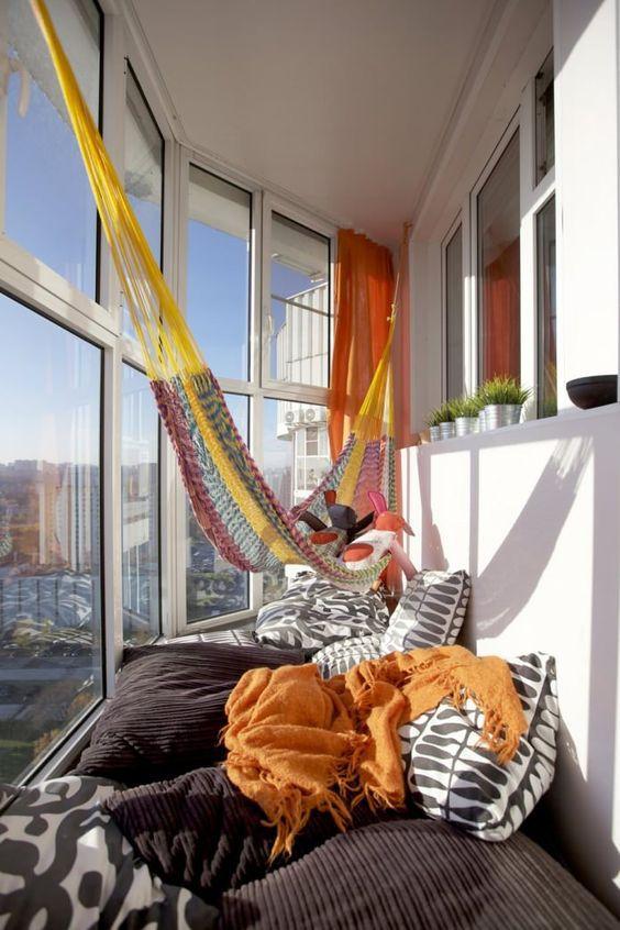 Гамак на балконі