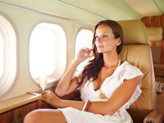 Как ухаживать за кожей во время полета: 9 бьюти-лайфхаков
