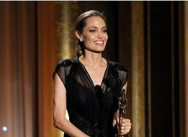 Анджелина Джоли готова предоставить новые подтверждения сурового обращения Брэда Питта сдетьми