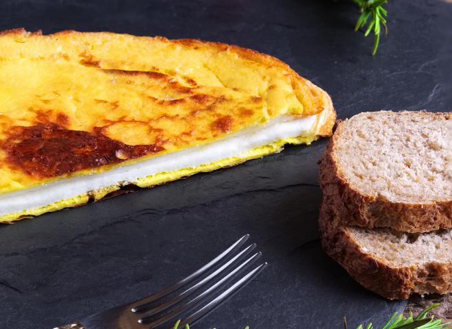 """Омлет """"Пуляр"""": рецепт незвичайного сніданку"""
