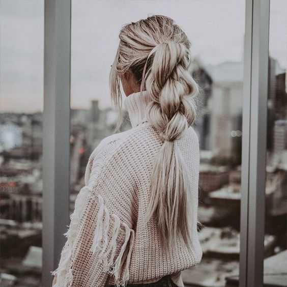 Коса в хвосте — легкая прическа на лето