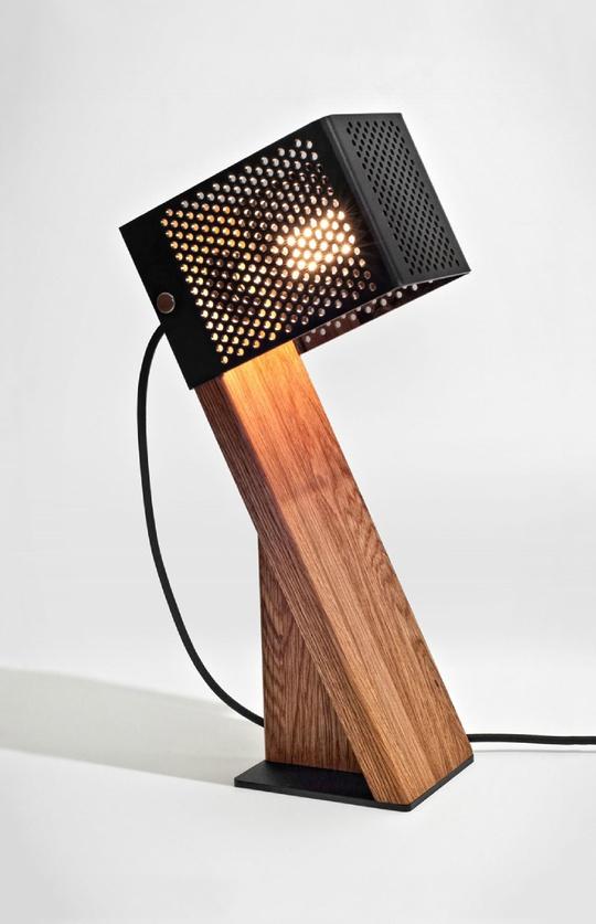 наклонный светильник