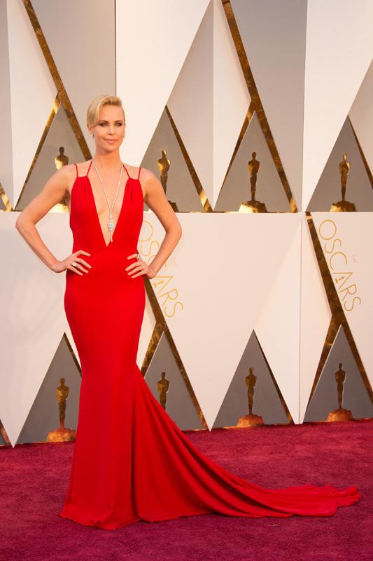 Оскар 2016: Шарлиз Терон на красной дорожке