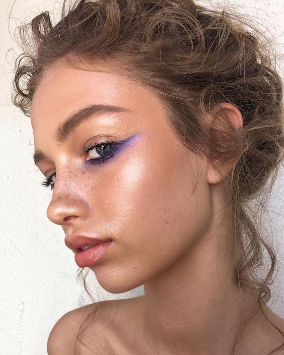 Кольорова підводка макіяж