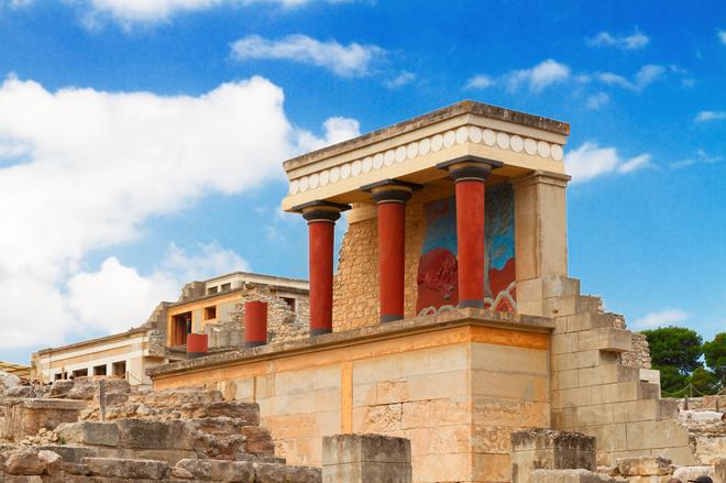 Отдых летом на острове Крит: Лабиринт Минотавра, пляж с розовым песком и оливковые рощи