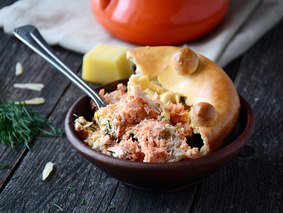 Сёмга с сыром и сметаной в горшочке