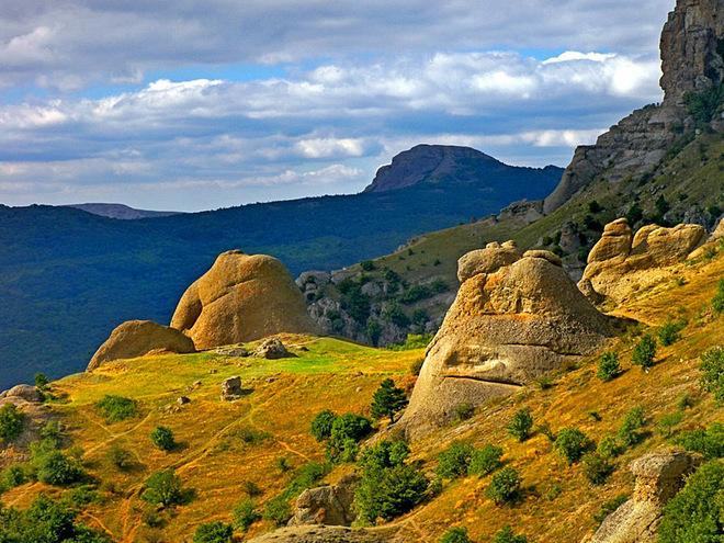 Достопримечательности Крыма: Долина привидений Демерджи