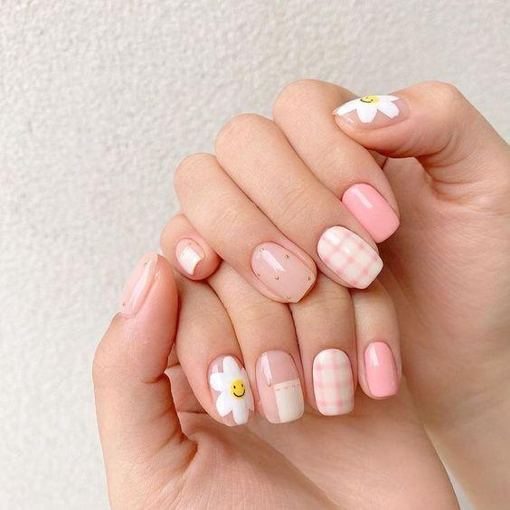 Квітковий дизайн нігтів на літо: трендові ідеї