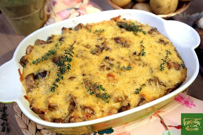 Картопля з грибами у вершково-сирному соусі