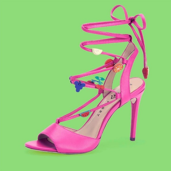 Кеті Перрі випустила яскраву і епатажну колекцію взуття