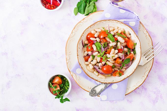 Пісний салат із квасолею