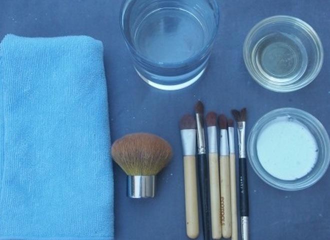 Средство очистки кистей для макияжа