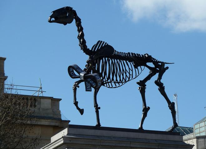 Дареный конь: новая скульптура на Трафальгарской площади