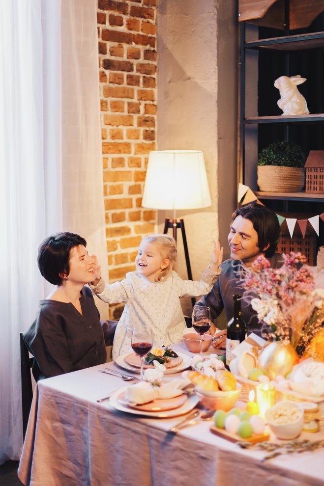 Любимая еда, семья, релакс: как создать дома идеальную пасхальную атмосферу