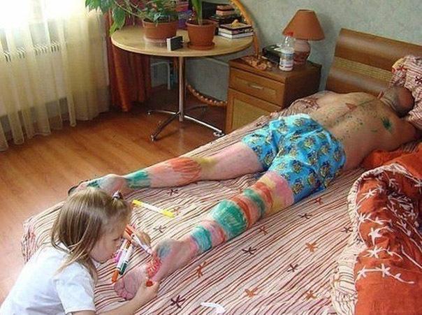 папа был голый мама возбудила сына когда нагнулась фото