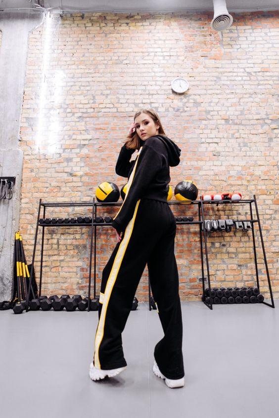 Зручно і модно: як носити спортивні костюми і не виглядати безглуздо