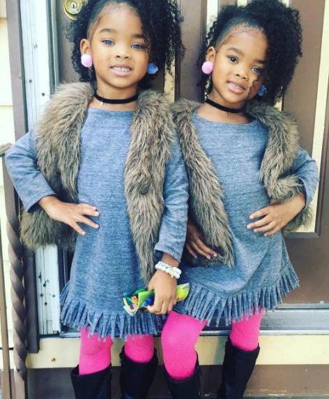 Темношкірі близнючки