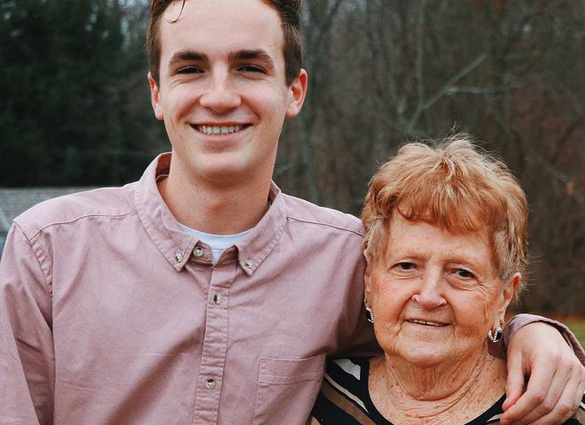 86-летняя женщина стала популярным бьюти-блогером