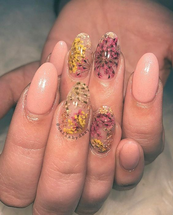 Манікюр з живими квітами