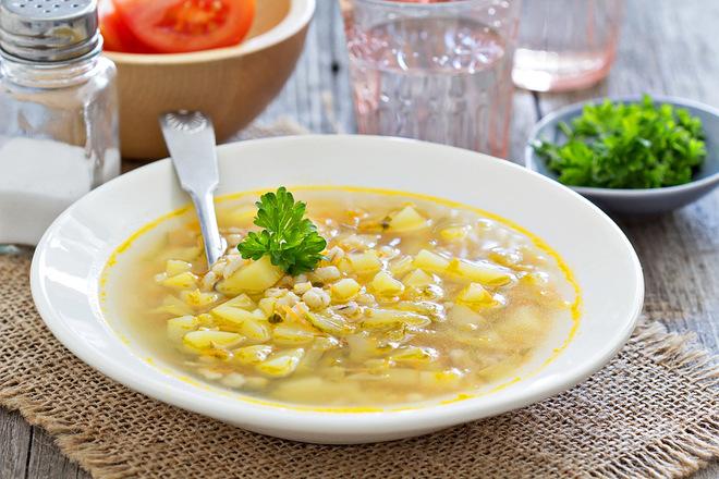 Как правильно готовить рассольник с перловкой: коллекция домашних супов
