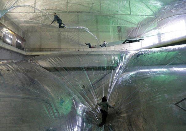 Почувствуй себя ребенком! Инсталляция в Милане: игровая площадка для взрослых