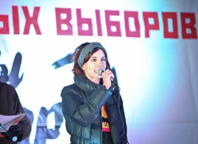 Надежда Толоконникова на митинге оппозиции на Болотной площади