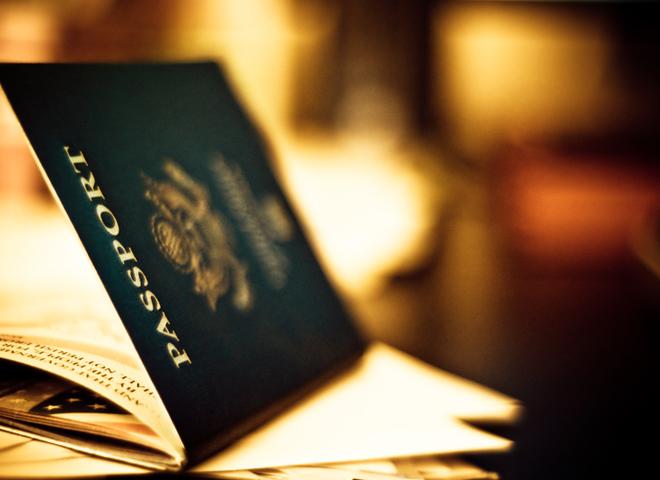 Чи потрібно міняти закордонний паспорт при зміні прізвища?