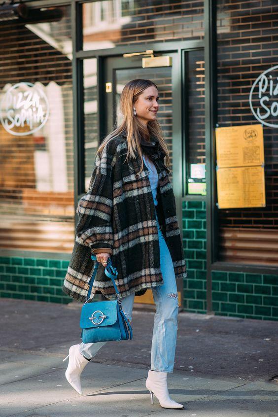 С какой обувью модно носить джинсы весною 2021