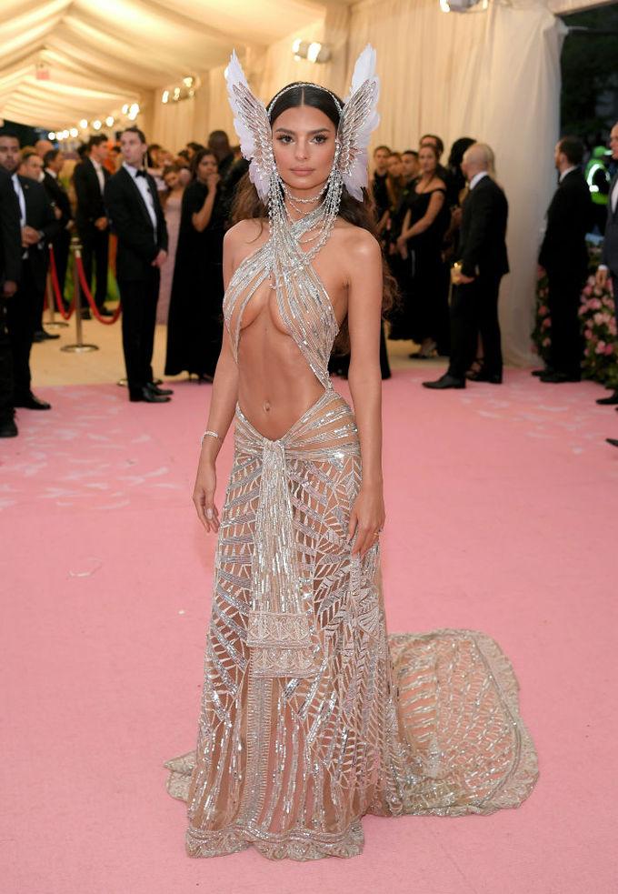 Голое платье