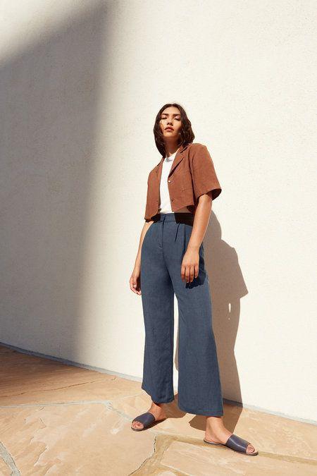 """С чем носить широкие брюки """"из гардероба парня"""" летом 2020"""