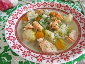 Суп с форелью, рисом и цветной капустой