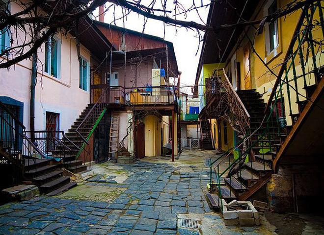Відчуй Одесу: відвідай сайт з панорамами місцевих двориків