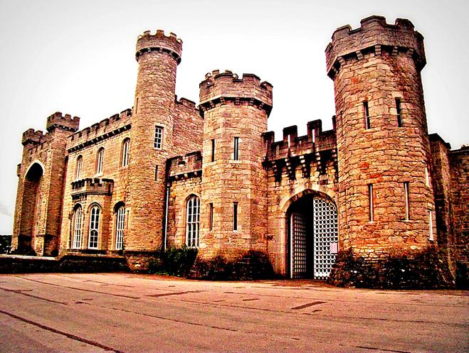 Найстрашніші замки в світі: Замок Боделвідан, Ірландія