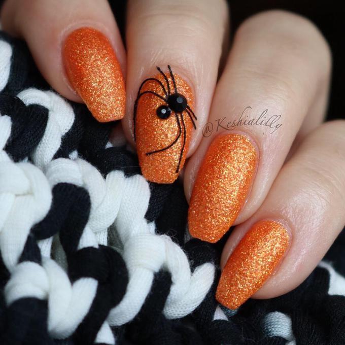 Манікюр на Хеллоуїн: незвичайний дизайн нігтів
