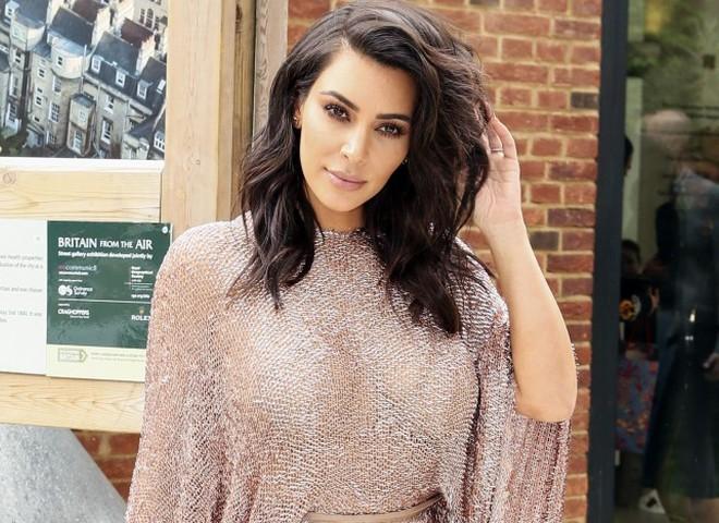 Ким Кардашьян вводит моду на прическу боб-каре