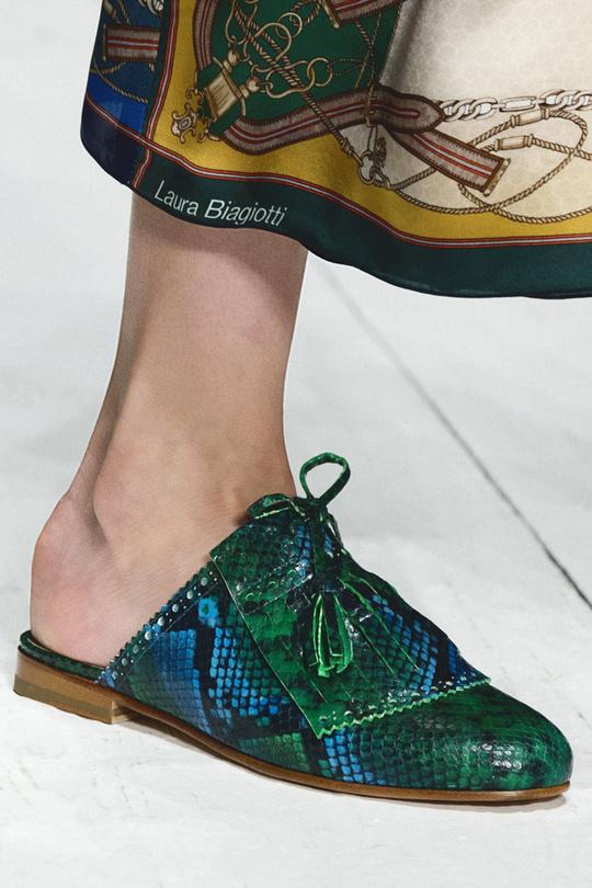 Тиждень моди в Мілані  тенденції взуття на весну-літо 2017 - tochka.net 50b4cf396163e