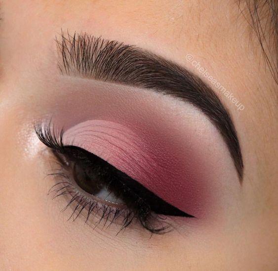 Макіяж в рожевому кольорі