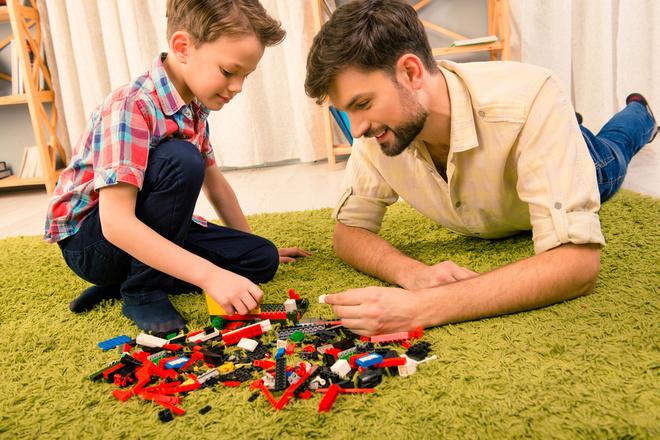 Чому діти, з якими граються батьки — щасливіші та успішніші. Дослідження компанії LEGO®