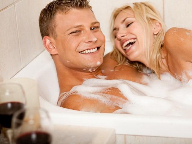 Женщина в ванне секс мальчиком видео